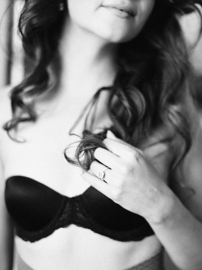 DSC 7092 black and white boudoir session