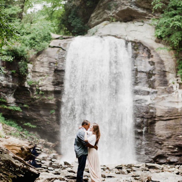 Rob + Steph / Looking glass falls engagement session